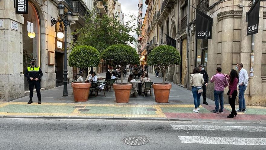 La Policía Local de Alicante impone 80 multas por no respetar el toque de queda y 29 por fiestas en viviendas