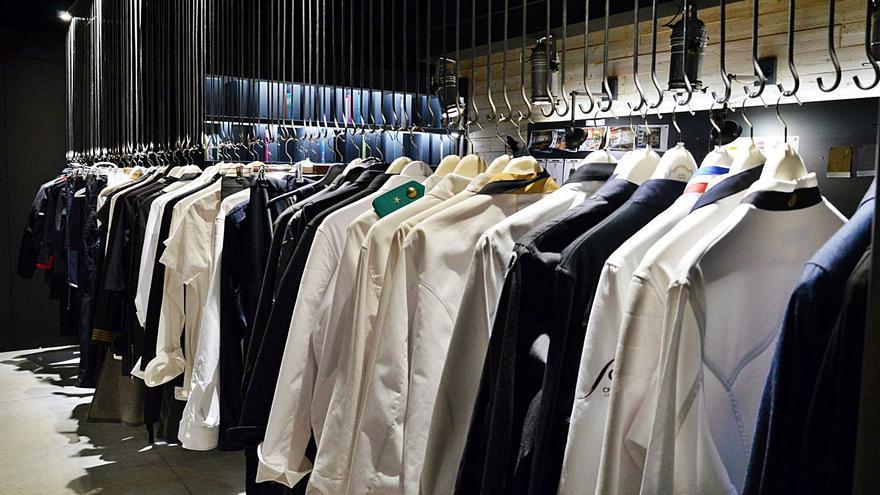CSTY vesteix xefs amb roba còmoda i dissenys personalitzats i a mida