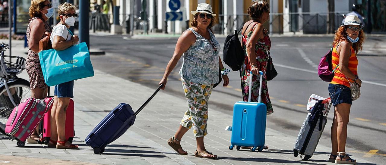 El veto británico es un «varapalo tremendo» para el turismo ibicenco