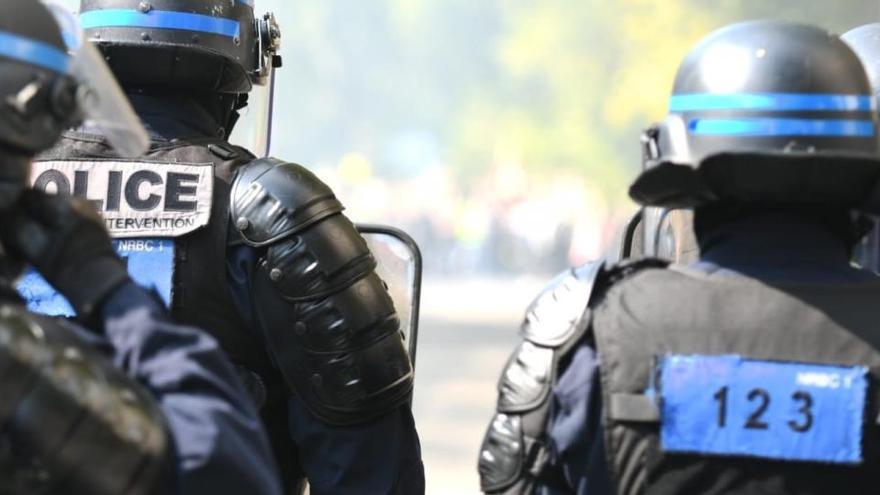 Un total de 256 detinguts en el retorn de les 'armilles grogues' a França