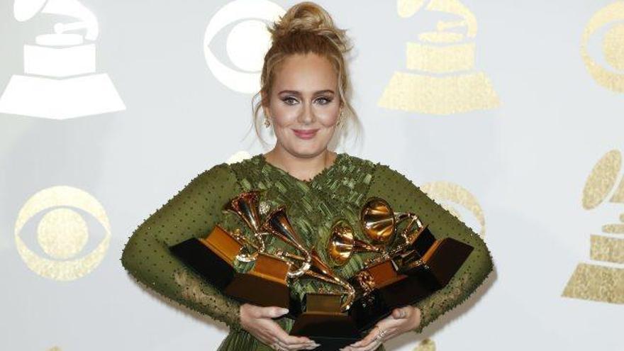 Adele i David Bowie a títol pòstum fan el ple a la 59a edició dels Grammy