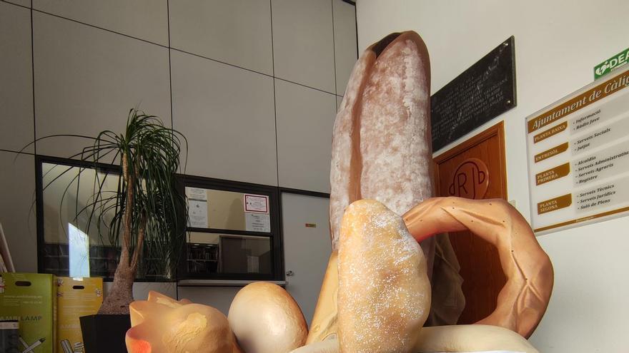 Un montaje con dulces recrea la Fira de Sant Vicent en Càlig