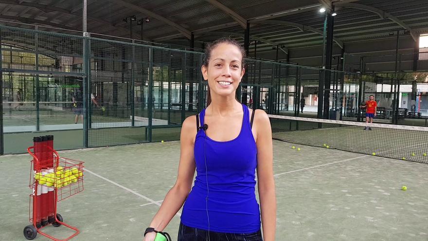 Vicky Sánchez explica su curso de pádel en El Perú Cáceres Wellness.