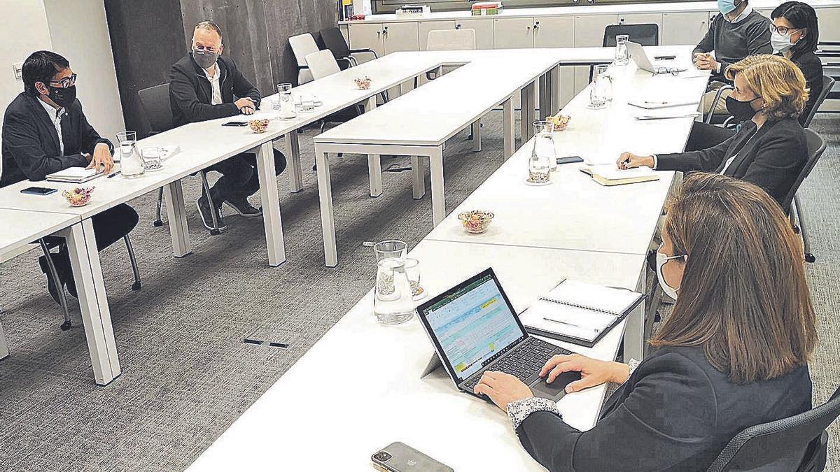 Imagen de la reunión celebrada ayer en Madrid entre Iago Negueruela y Ana de la Cueva.    CAIB