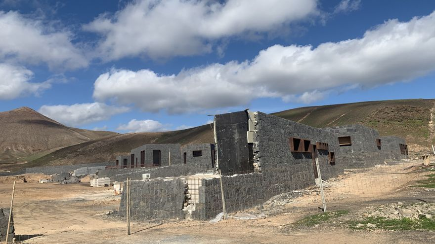 El PSOE preocupado por la paralización de las obras del campo de fútbol de Costa Teguise