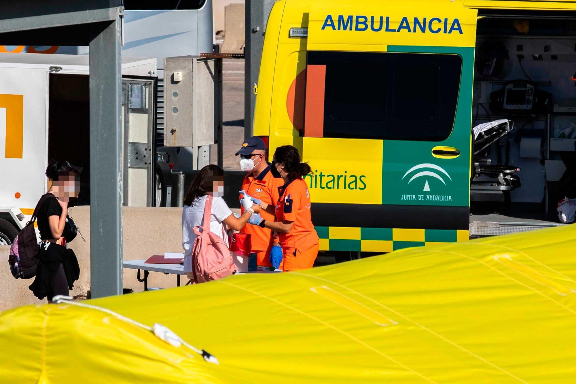 Llegan a Valencia 118 estudiantes de los confinados tras el macrobrote de Mallorca