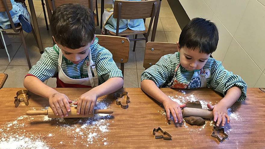Alumnos del CIDE cocinan galletas de Navidad