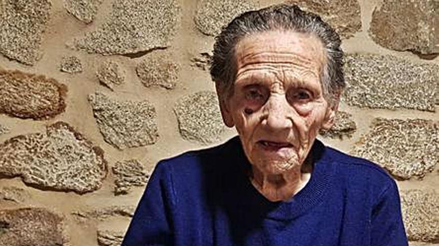 El Concello de Cuntis felicita a Clementina Fernández por su 104 aniversario