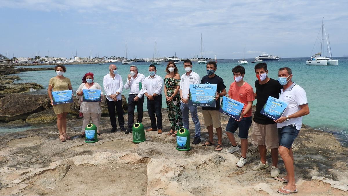 Imagen de una campaña de Ecovidrio en Formentera.