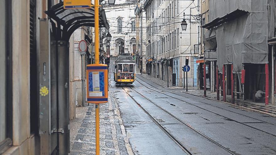 Con el aforo reducido y desinfección constante, la cultura regresa a Portugal