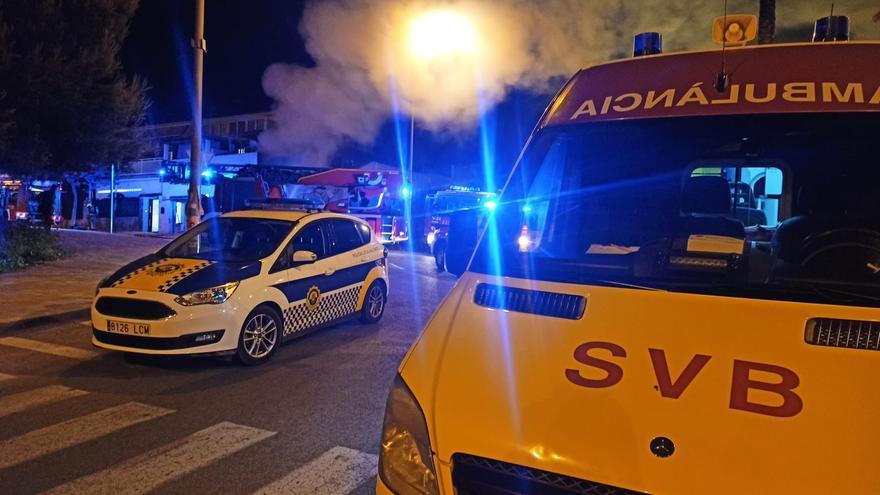 Rescatada una mujer de madrugada en el incendio de una vivienda en Alicante