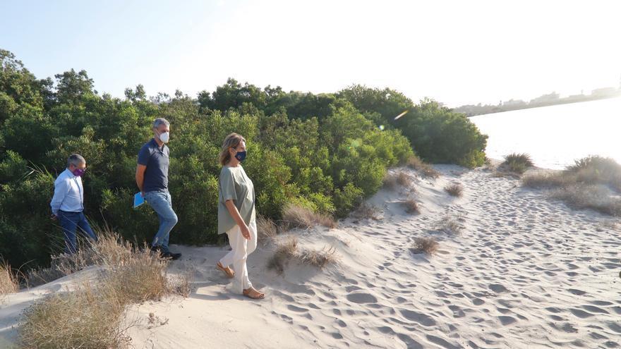 Ribera plantea la compra de terrenos y el pago a agricultores para crear un corredor verde en torno al Mar Menor