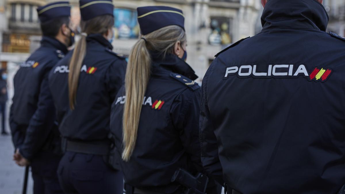 Cuarenta detenidos, tres en Canarias, por distribuir pornografía infantil a través de una red social.
