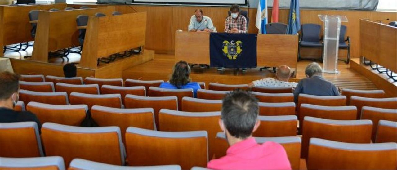 Un momento de la asamblea de ayer, en el Concello.