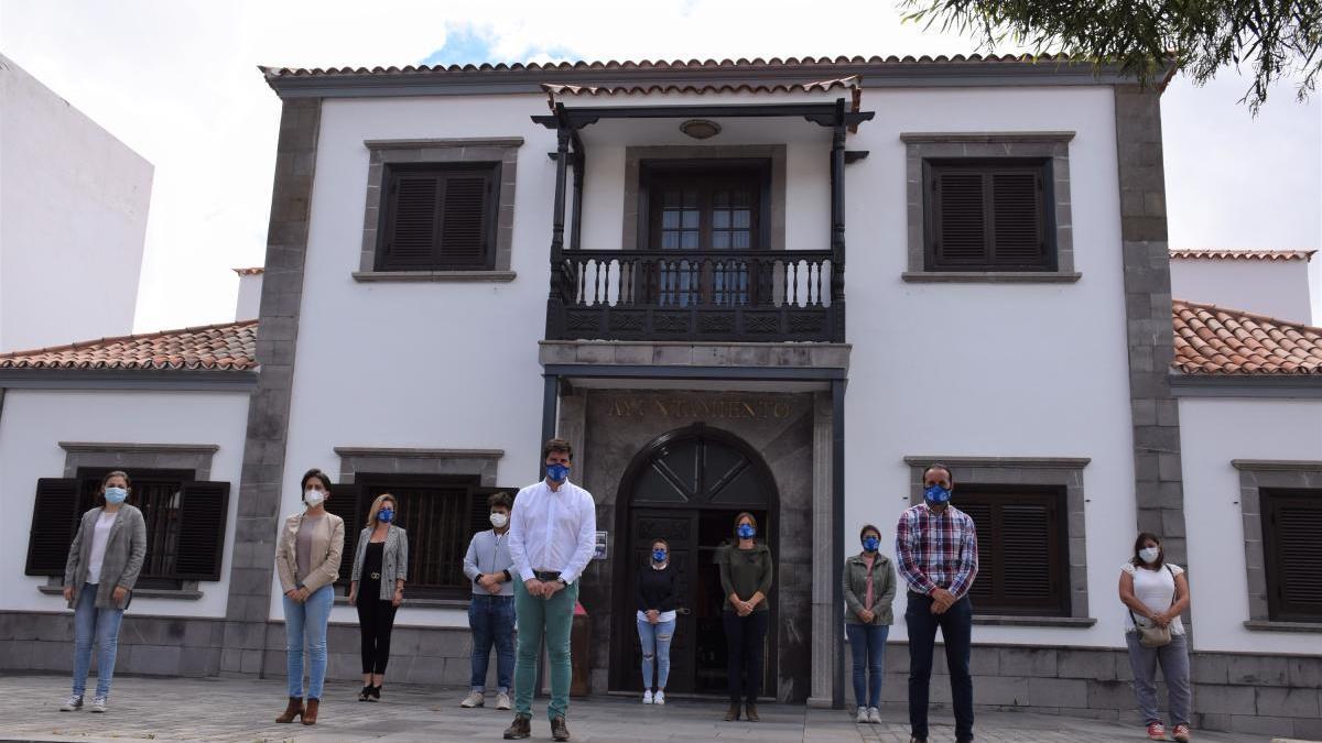 El Ayuntamiento guarda un minuto de silencio por las víctimas del COVID en el último día de luto oficial