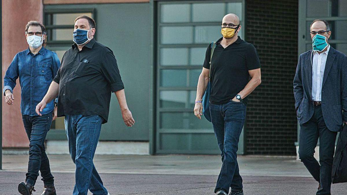 Jordi Cuixart, Oriol Junqueras, Raül Romeva y Jordi Turull salen de la prisión de Lledoners.