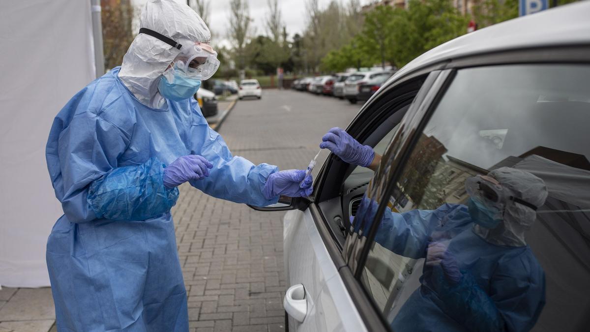 Realización de una prueba COVI desde el coche