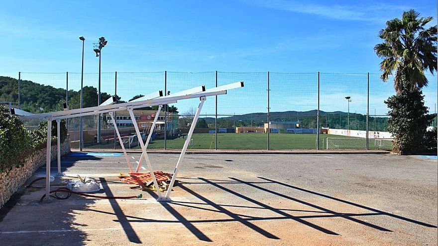 Punto de recarga solar de vehículos eléctricos en Sant Carles