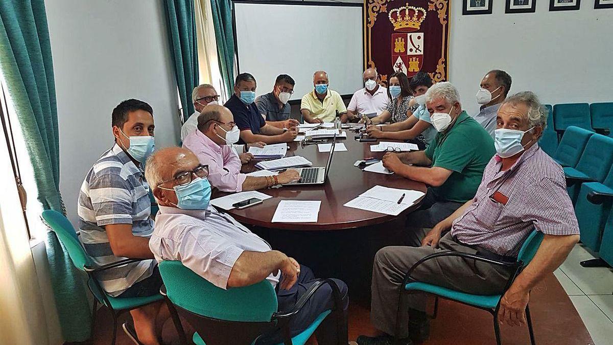 Los alcaldes alistanos, en la última asamblea de la Mancomunidad Tierras de Aliste.