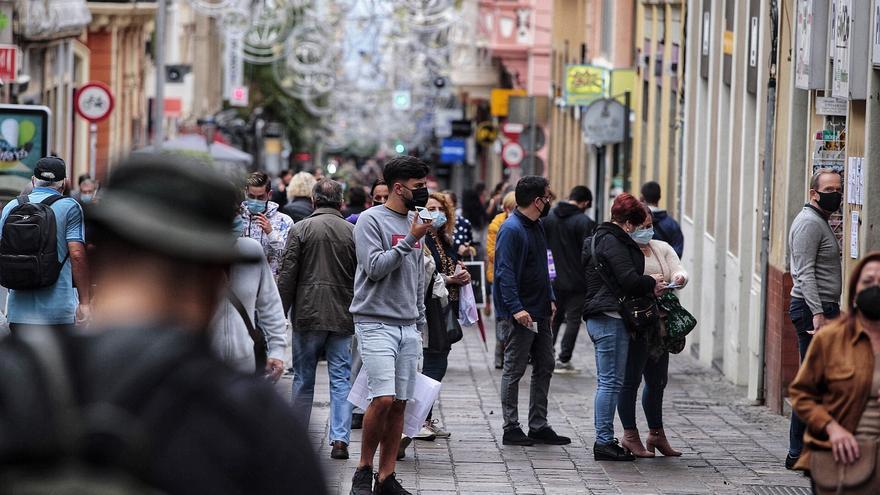 Canarias suma 244 nuevos casos de coronavirus y cuatro fallecidos este lunes