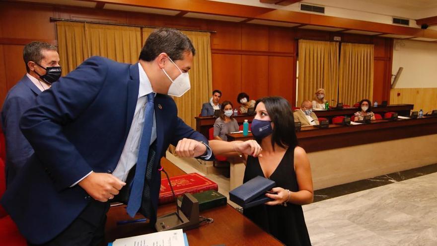 Cintia Bustos toma posesión de su acta de concejal