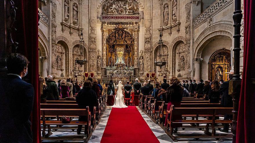 El covid deja más fallecidos, menos bebés y una caída abrupta de bodas