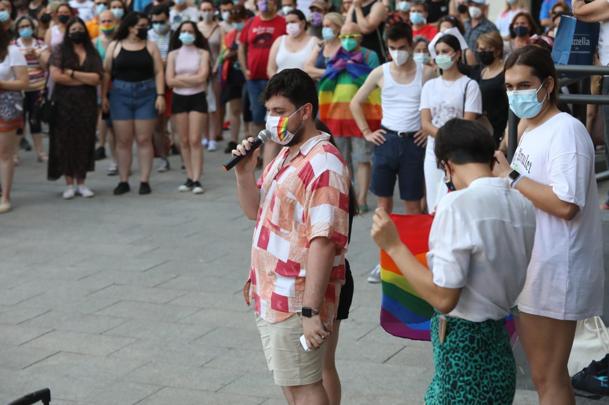 Decenas de personas se concentran en Zaragoza por el asesinato de Samuel
