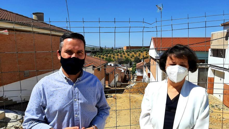 Valenzuela visita las obras del PFEA de Santaella