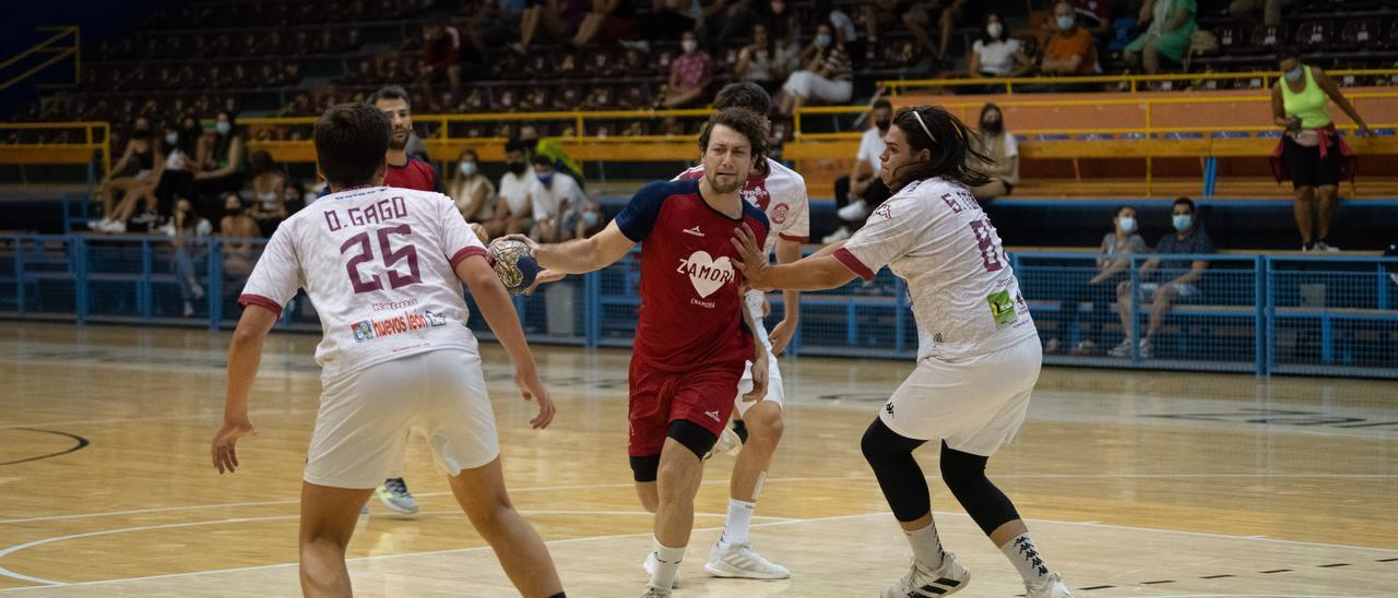 El BM Zamora Enamora cierra la pretemporada con triunfo en León
