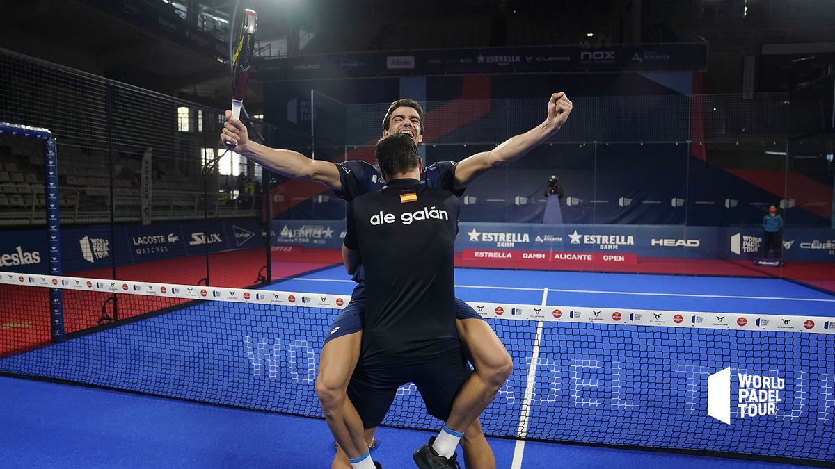 Los españoles Alejandro Galán y Juan Lebrón celebran su victoria este domingo en Alicante.