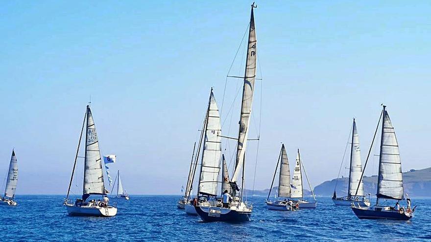 La regata inversa Gijón-Avilés abre el calendario náutico estival en la ría