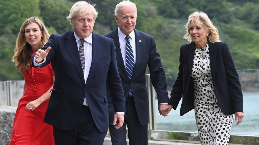 """Biden bromea con Boris Johnson: """"Ambos nos casamos por encima de nuestras posibilidades"""""""