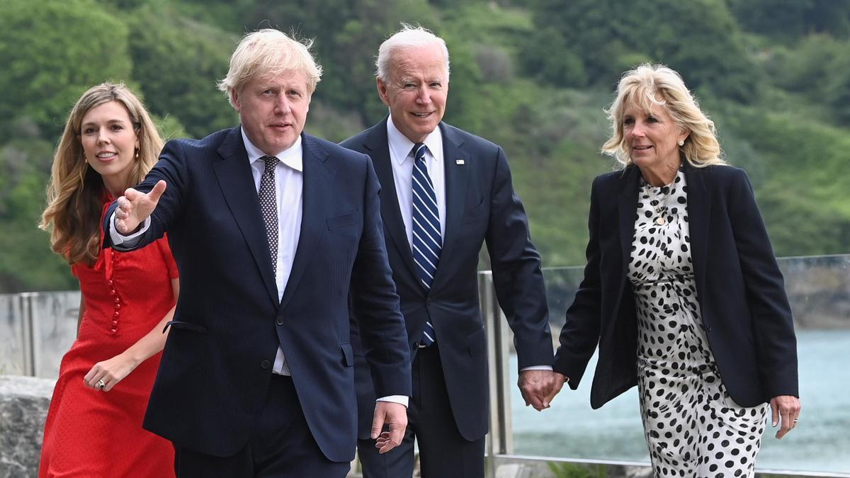 Joe Biden y Boris Johnson, con sus respectivas esposas, Jill Biden y Carrie Johnson.