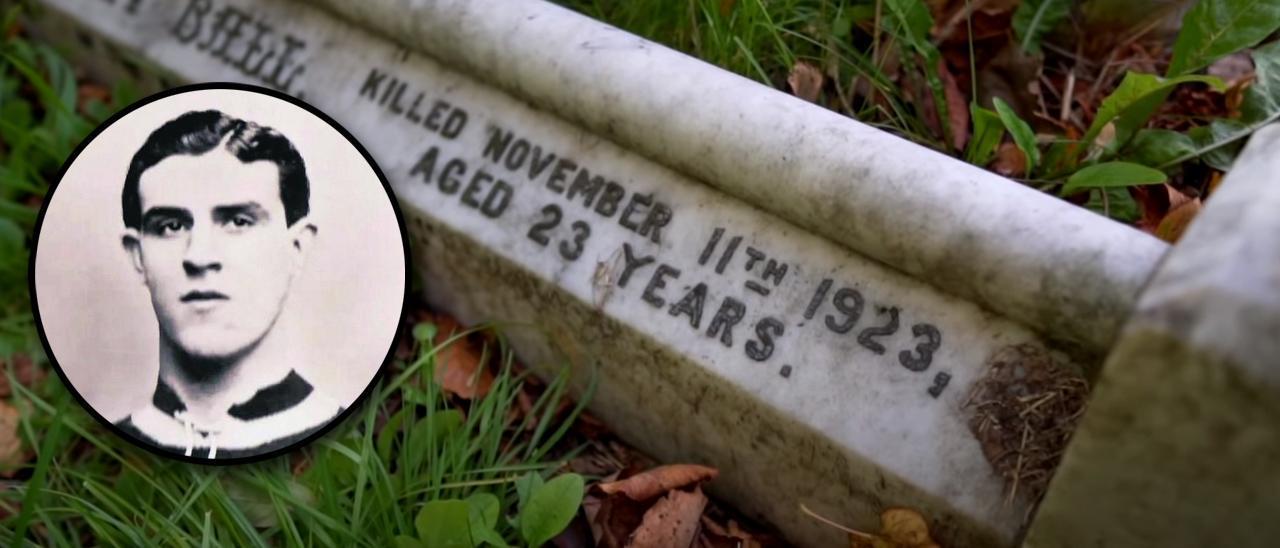 Enmarcada, una de las pocas imágenes que hay de Tommy Ball. De fondo, detalle de su tumba.