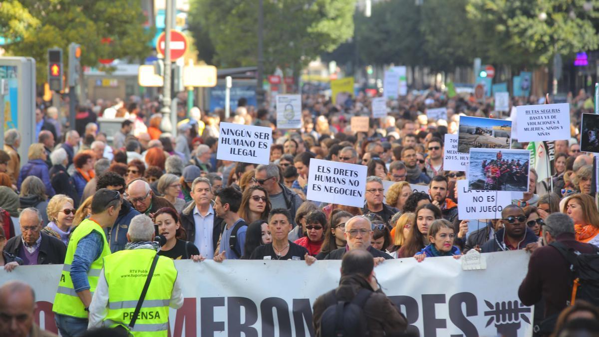 Manifestación en Valencia a favor del acogimiento de refugiados e inmigrantes.