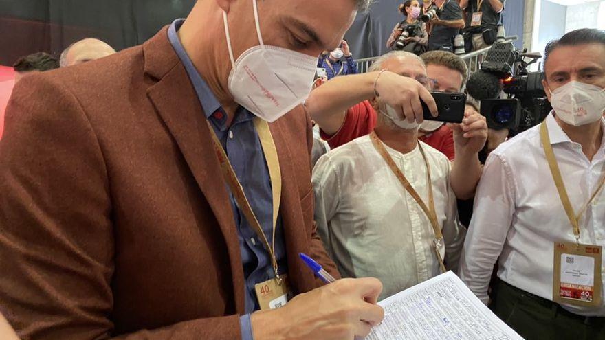 Pedro Sánchez suma su firma para llevar el debate del Mar Menor al Congreso