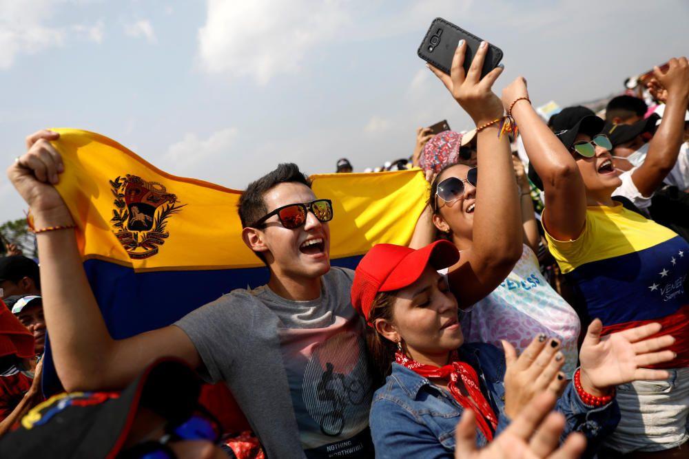 """People attend the """"Venezuela Aid Live"""" concert ..."""