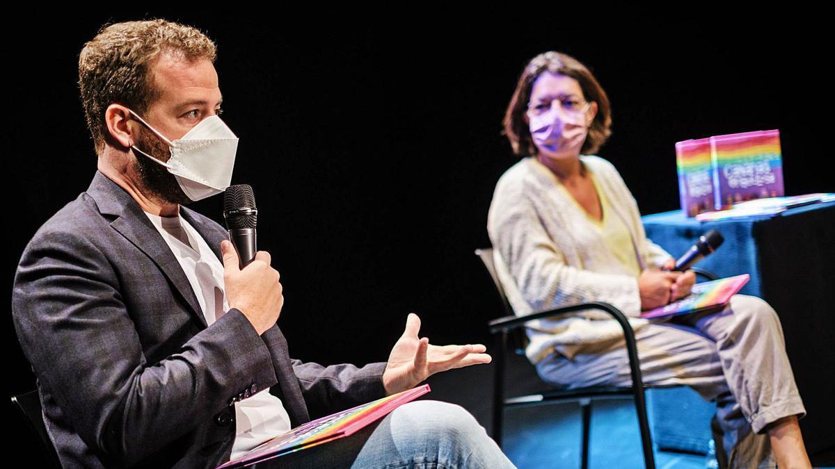 Juan Márquez y Silvia Jaén durante la presentación del libro.