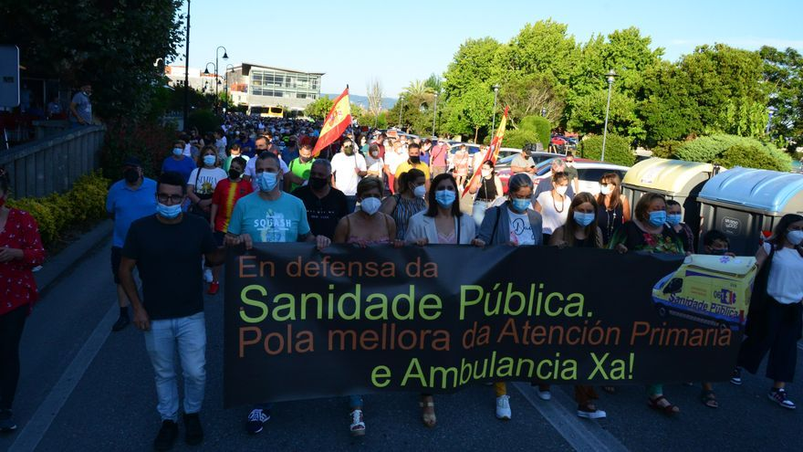 Cientos de personas se manifiestan en Cangas en defensa de la sanidad pública