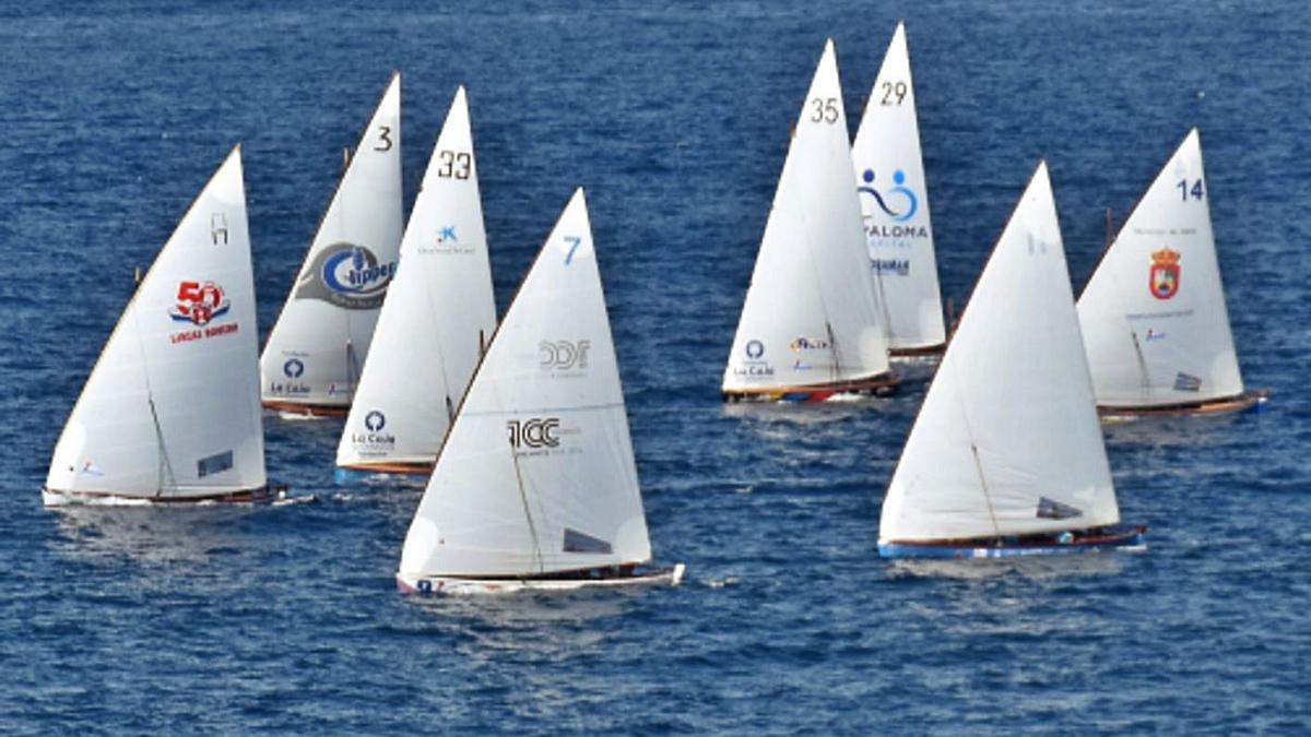 Las ocho embarcaciones participantes en el Campeonato de Canarias, en el momento de la salida. | | LP/DLP