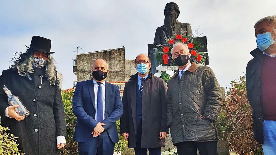 Vilanova recuerda a Valle-Inclán con una ofrenda floral en su 154º aniversario