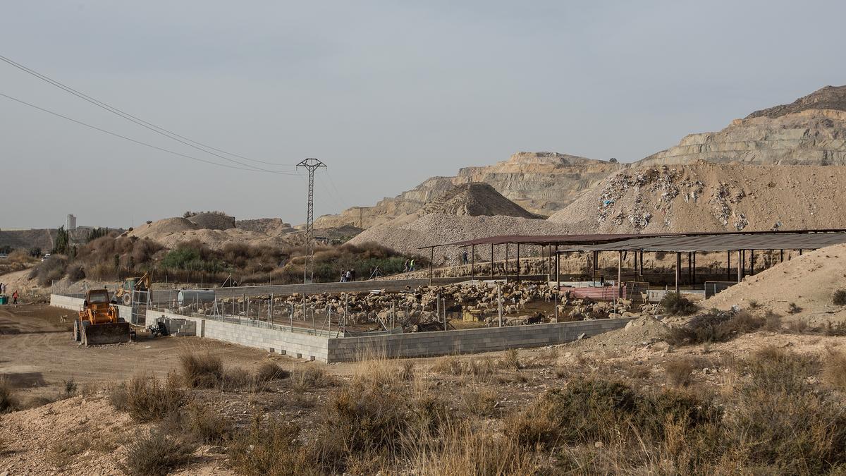 Protesta el pasado mes de noviembre en otra planta de residuos de construcción en Fontcalent