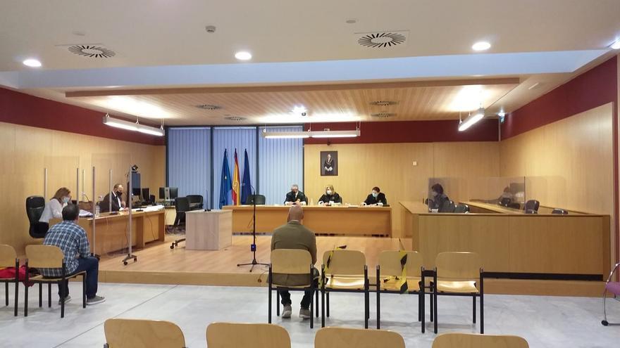 Suspendido el juicio contra los dos hombres que se pegaron en La Calzada
