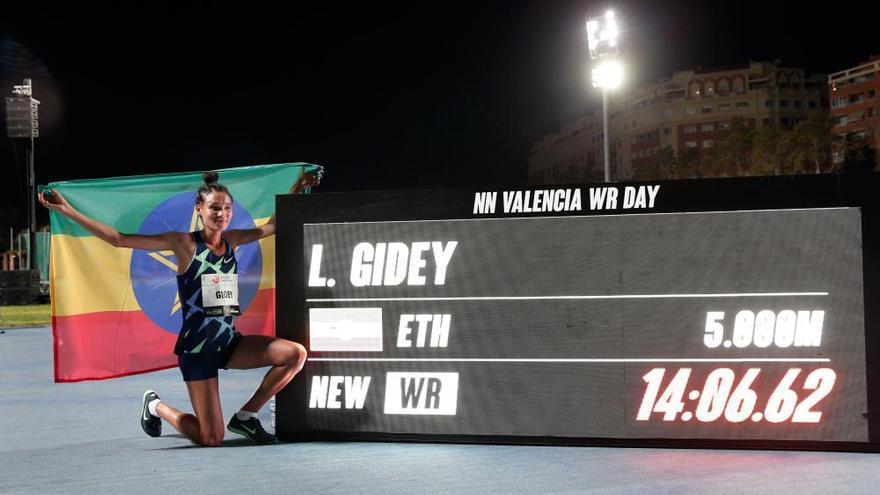 ¡Bestial! Cheptegei bate el récord del mundo en València
