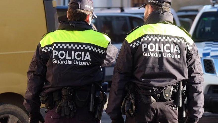 Un grup de persones apedrega la policia al Bon Pastor a Figueres