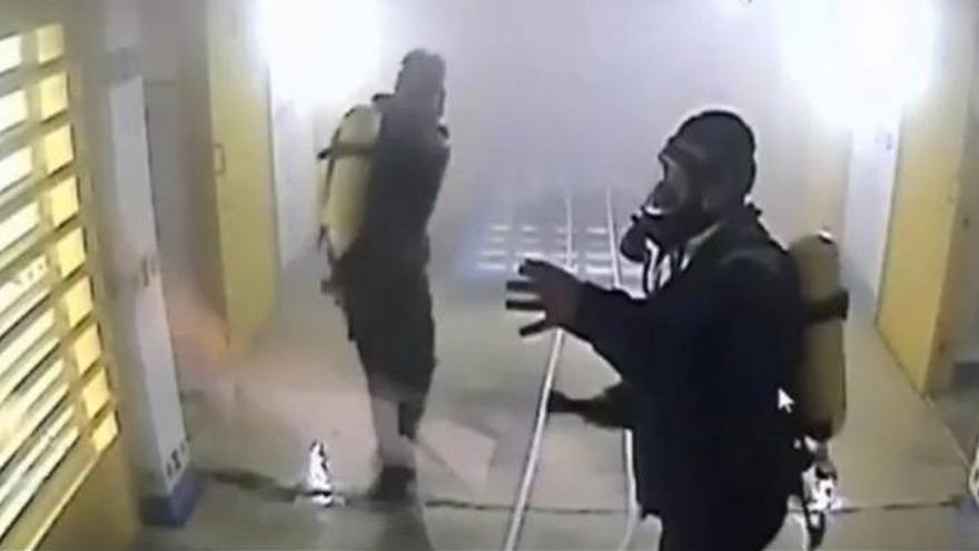 Intoxicado un preso al incendiar su celda porque quería porros