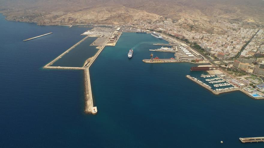 Retenido un buque en Almería por descargar hidrocarburo de forma ilegal a 147 millas de La Palma