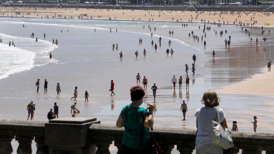 Se acaban los días de playa en Asturias: Nubes, bochorno y lluvia para despedir la semana