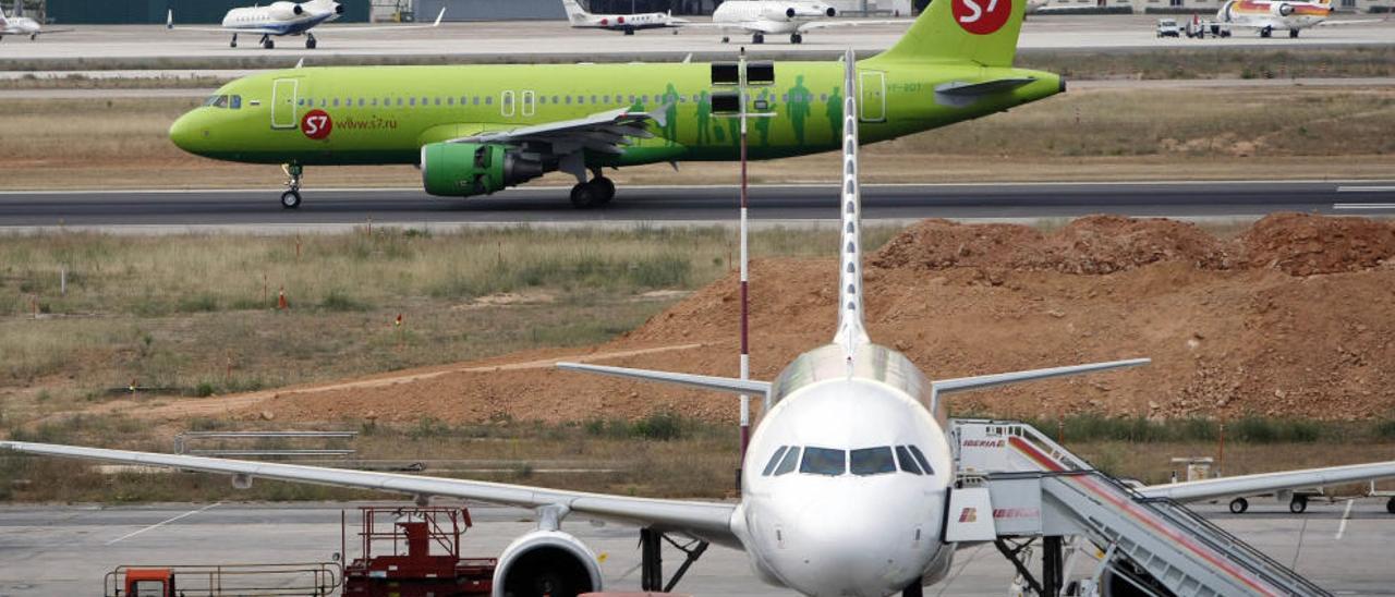 Dos aviones en la pista de Manises