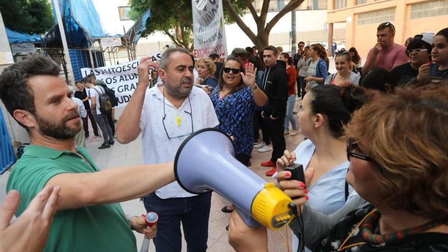 Las autoescuelas pierden la mitad de alumnos por la huelga de examinadores